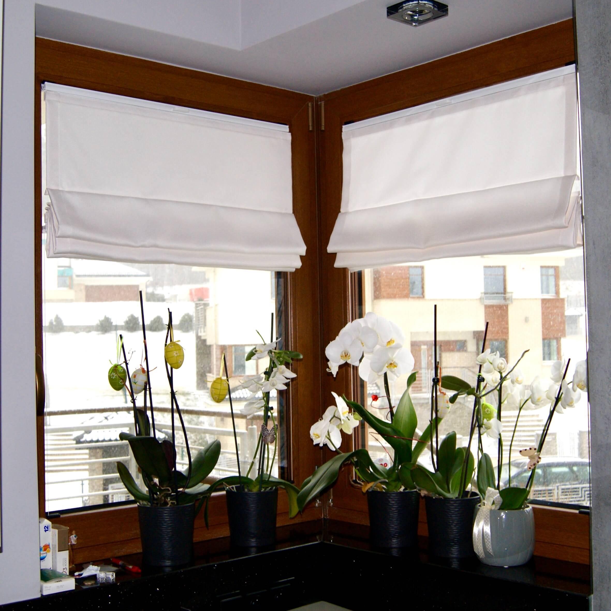 RVS na oknie narożnym
