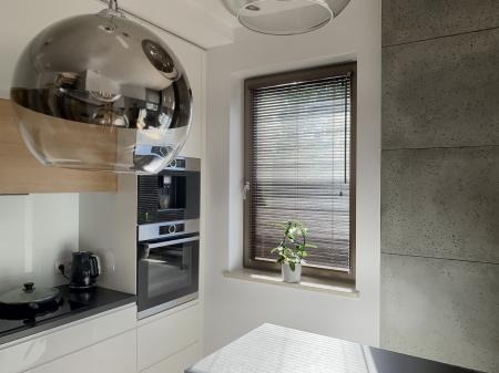 Żaluzja w kuchni dopełnieniem salonu