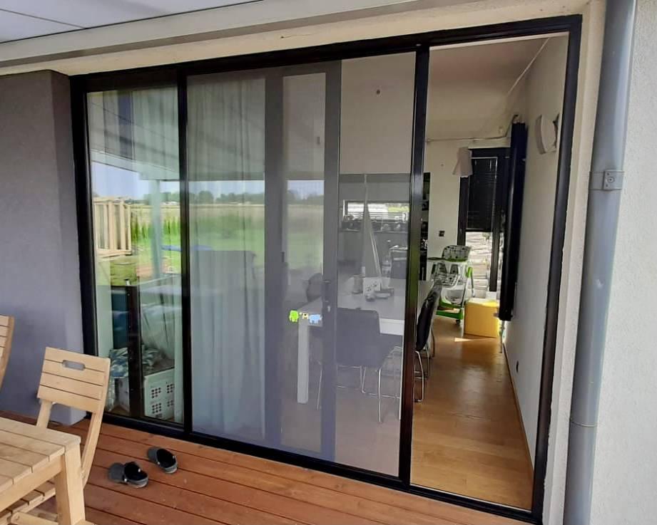 Moskitiery okienne i drzwiowe (tarasowe i balkonowe)