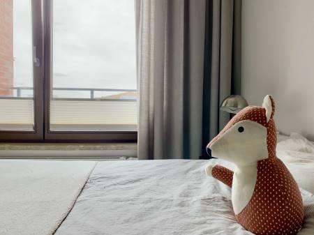 Zasłony i plisy w sypialni